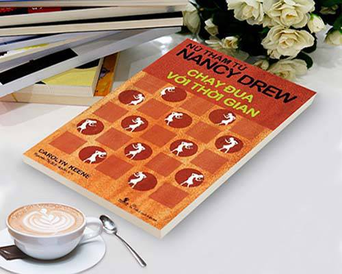 """Review """"Nancy Drew: Chạy đua với thời gian"""" – Truyện về nữ trinh thám xinh đẹp"""